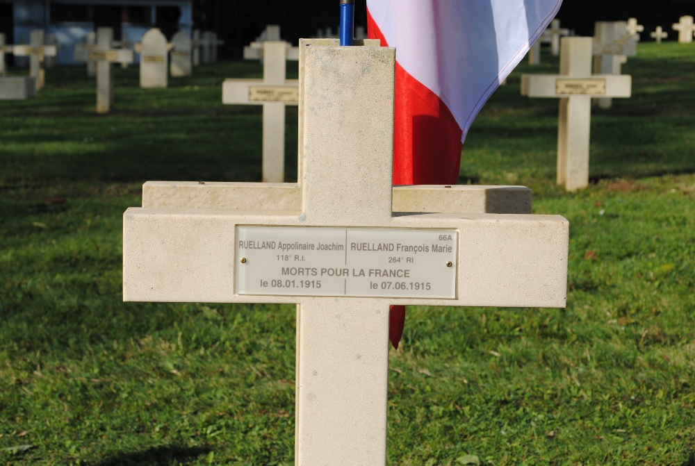 The new plaque on the grave showing Appolinaire and Francois are now buried together